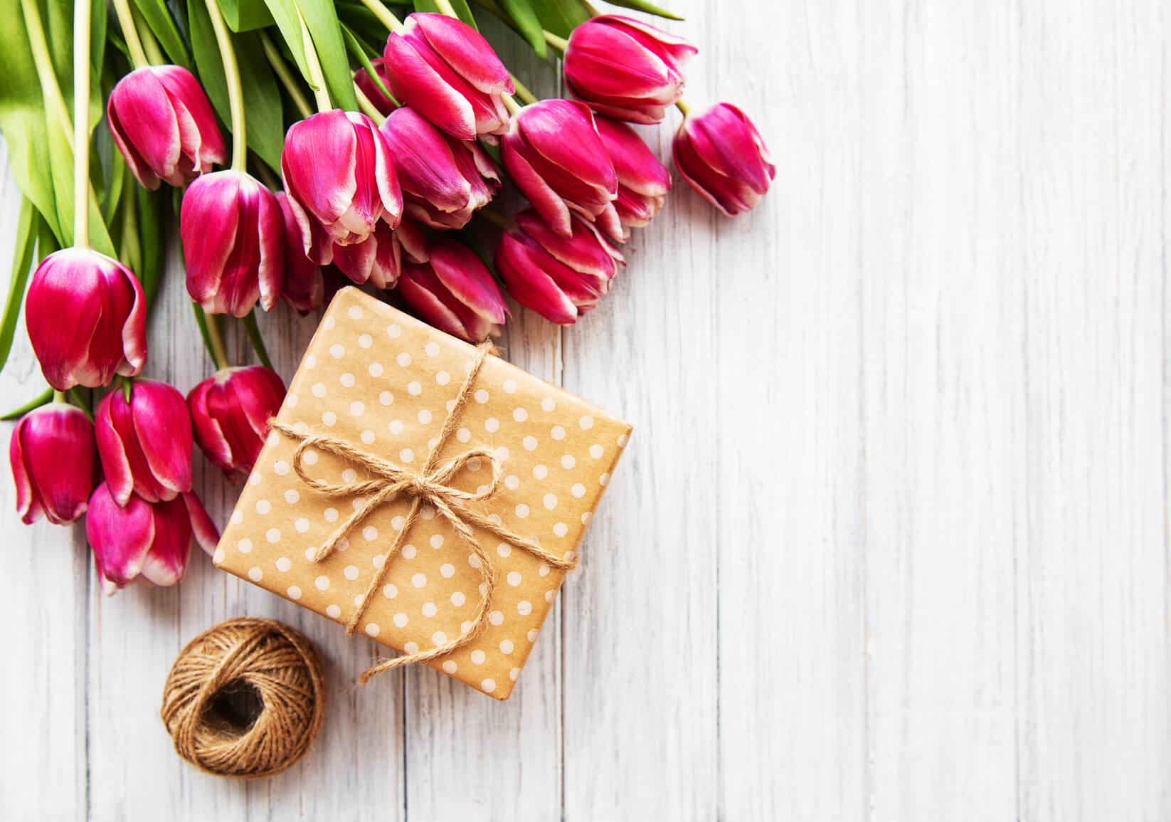 Floriile, cadou, economii, buget